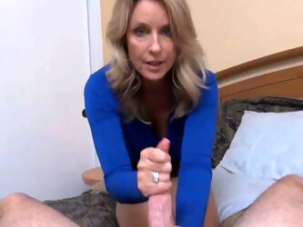 Cute Mature MILF Gets Creampie