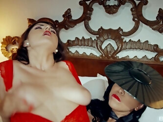 Kinky lesbian porn video with Kira Queen and Francesca Di Caprio