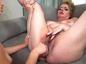 Gymnast daughter fucks big hairy mom