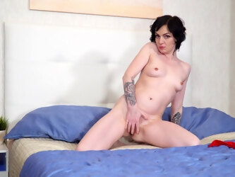 Cute mature Darla spreads her legs to poke her cunt with a dildo