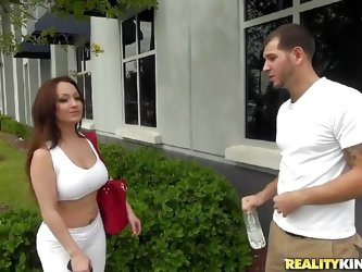 Mom Vanessa gets picked up from the streets by this guy. Some sweet talking makes Vanessa horny and she goes inside the house with him. The gorgeous m