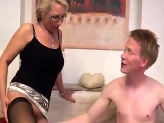 Deutsch milf just loves it when she gets to a new relationship.