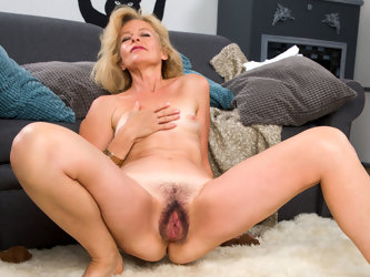 Diana Gold in Mature Beauty - Anilos