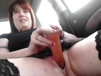 Sexy non-professional readhead mommy in nylons hawt car act