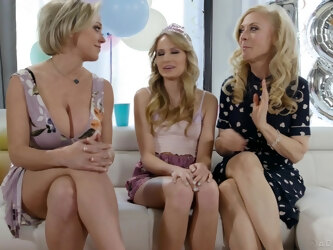Legendary lesbo threeway with Scarlett Sage Nina Hartley and Dee Williams