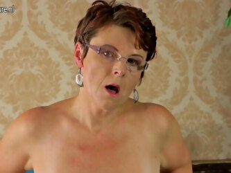 Horny Housewife Playing With Herself - MatureNL