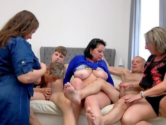 Flawless group action for a couple of horny matures