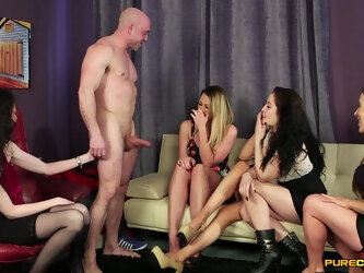 Muscular man gets his dick pleasured by Dolly Diore and her friends