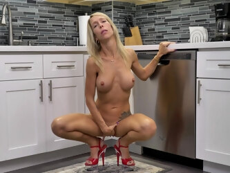 Tall athletic MILF with nice tattoos masturbating in the kitchen