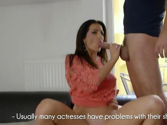 Chesty MILF Priscilla Salerno excels at taking on two lovers