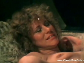 Retro Sex With MILF Babe  While Enjoying Deep Moment