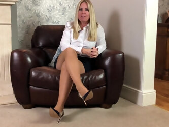 Talk in pantyhose and heels 3