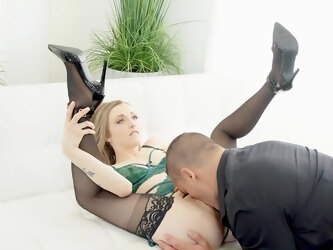 Insane couch action for a MILF with elegant skills