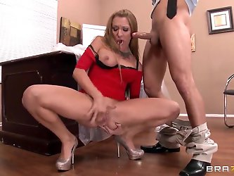 Mr. Pete is amused by this delicious blonde with big tits Amy Brooke. She squirts like hell, let alone the fact that she fucks like crazy bitch. The l