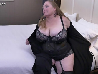 British Huge Breasted Mature Lindy Lust Gets Wet And Wild - MatureNL