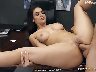 Kajol fucked in office by her employee - desi porn