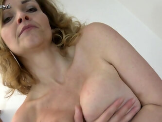 Hot Milf Playing With Her Rocking Body - MatureNL