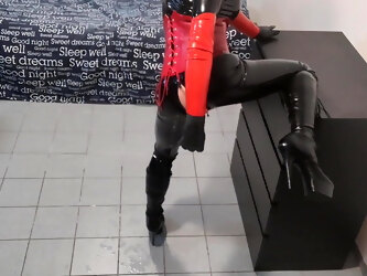 WicaWii Sexy skinny TV Latex Vamp Girl makes video call