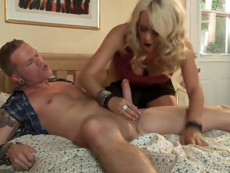 There are things Stormy Daniels does like a pro. Cock sucking is the one. Blonde haired MILF gives proper blowjob and gets her snatch eaten hungrily b