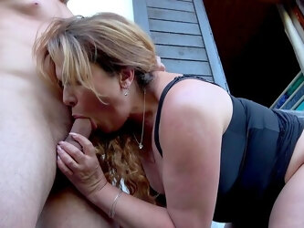 Exclusive home porn showing the horny mature getting young inches in her