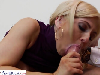 Stacked VIP prostitute Christie Stevens fucks her client skillfully