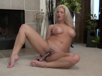 American Milf Scarlet Playing With Her Hairy Pussy - MatureNL