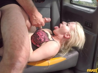 Mature with big ass and insane tits, smashing POV in the taxi