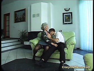 busty mom doing deepthroat sex