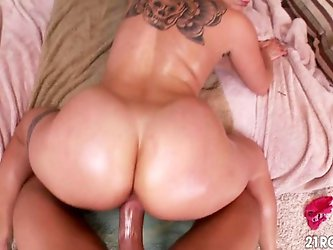 Hot PAWG Cameron Canada Reverse Cowgirl POV