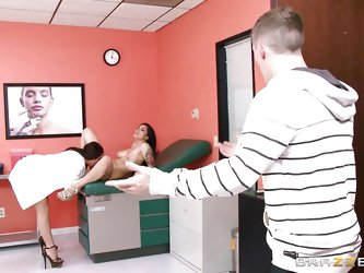 Ever fantasized about fucking your doctor? A brunette patient with big tits and tattoos undresses for the daily routine check. The solution proposed b