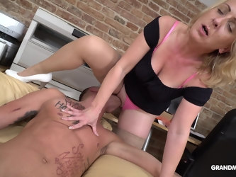 Mature pornstar from Germany in nylon pantyhose riding her lover