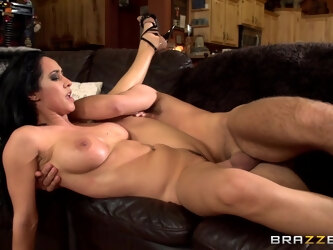 Flexible mature Isis Love opens her legs for hardcore fucking