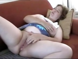 BBW housewife masturbation video. One mature wife doing what she needs right there, masturbating for an orgasm. See more mature
