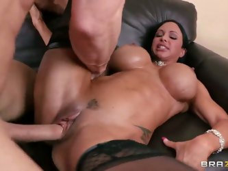 Here is another magnificent flick with your favorite stars Jewels Jade and Johnny Sins. They give each other the classy oral greeting and then proceed
