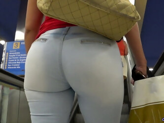 DO YOU LIKE ASSES IN TIGHT JEANS?