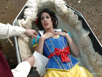 The explorers find Snow White in the middle of a field in a coffin, and they see an opportunity to have dirty sex with her. They wake her up and make