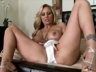 Smokin hot blonde mom Julia Ann cumming