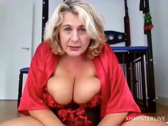 Naughty Sexy Hot Granny on Webcam