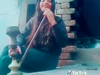 Desi hukkha smoking girl