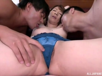 Gentle MMF threesome with spit-roast for mature Okamura Mayuko