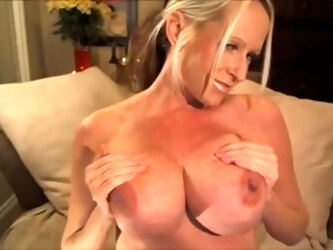 Very hot pregnant mom