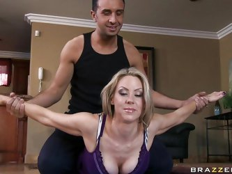 This mom is really fitness conscious and slutty. She while doing her regular exercises with her personal trainer is getting too personal. He starts ki