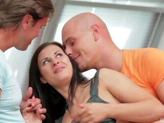 Double penetration is no problem for sex-loving brunette Billie Star