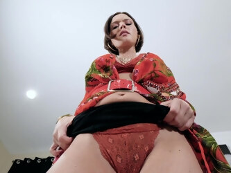 POV video of mature mommy Krissy Lynn pleasuring her wet snatch