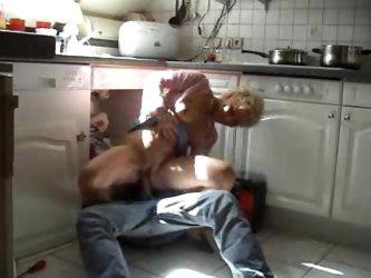 Mature calls the plumber and gets laid