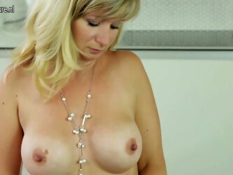 Sexy Milf Showing Off Her Body And Masturbating - MatureNL