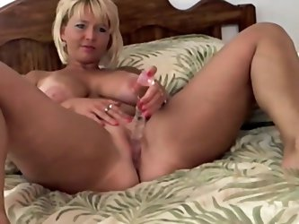 This blonde babe is a bored wife who wants to have some fun. She does very hot sex toys sessions on webcam where she fucks her pussy with all sorts of