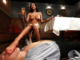 Anissa Kate and Anthony Rosano are enjoying a romantic dinner when Anissa starts teasing foot perv Anthony with her sexy toes. After he sucks her pain