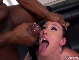 Provocative pornstar Jennifer White double penetrated by two BBCs