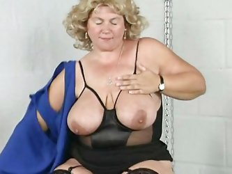 This mature blonde lady is bored and and she is in the mood for some sexy-time. She ask herself 'why not playing with my pussy? After all, my fin